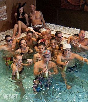 És a tavaszi Éden Hotel szereplőgárdájára támaszkodva ment 2011 nyarán a Jersey Shore műsortípus első hazai megvalósítása, az Aranypart
