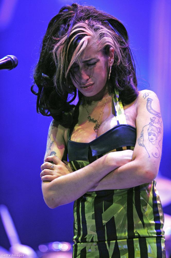 Ez a kép Amy Winehouse utolsó fellépésén készült 2011