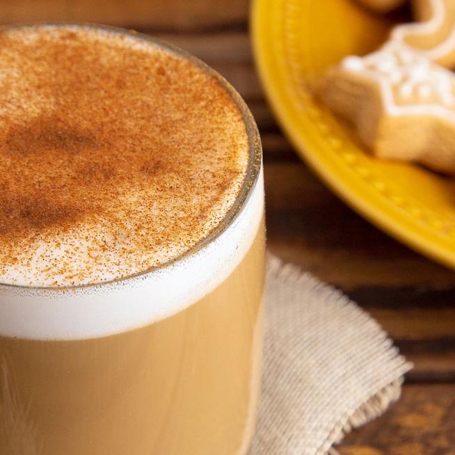 Melengető mézeskalács latte: a fűszeres szirupot később is felhasználhatjuk