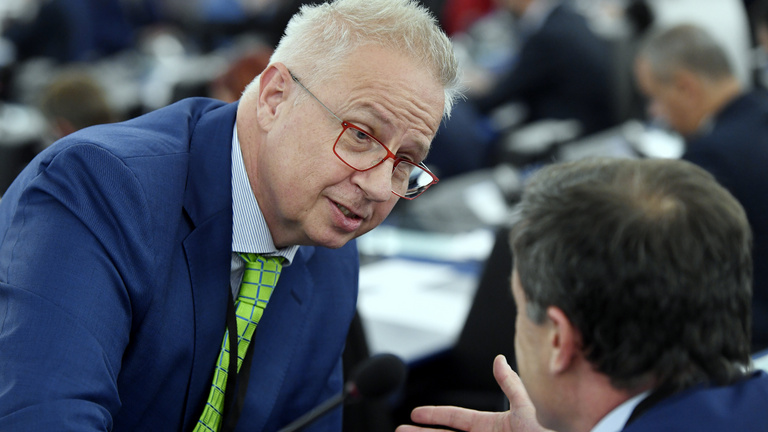 Trócsányi összeférhetetlenség miatt egyelőre nem lehet EU-biztos
