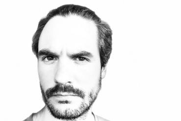 A szelfikamera jobb felbontású, és elérhető benne ez a fehér hátteret generáló portrémód is