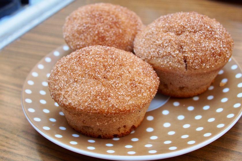 Egyszerű, csupa fahéj muffin ropogós cukorba forgatva: isteni finomság 20 perc alatt
