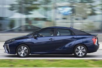 Jövőre jön az új hidrogénhajtású Toyota