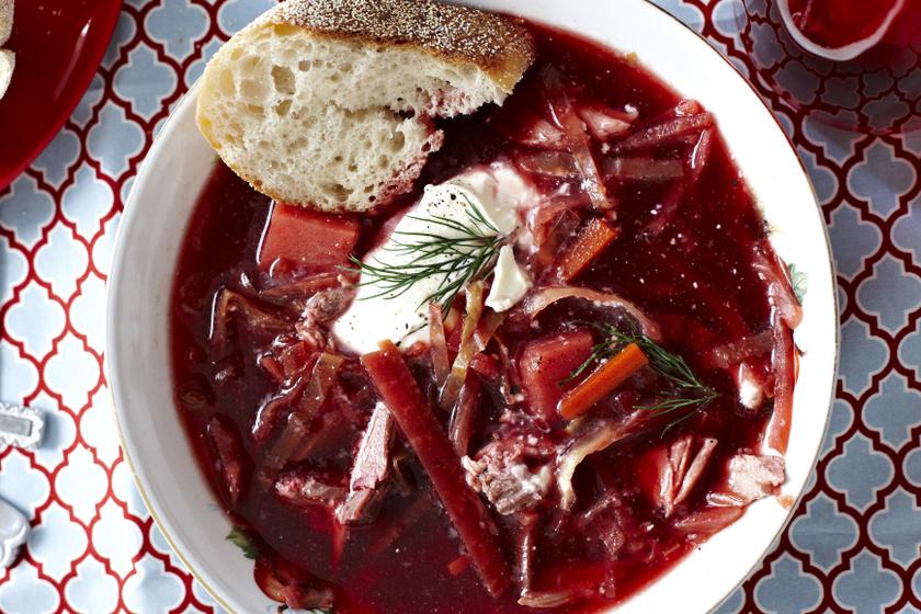 Így készíthető az ínycsiklandó hagyományos borscs leves - Ki ne hagyja, aki szereti a céklát