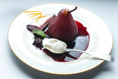 Zamatos körte borban párolva: ezekkel a fűszerekkel dobd fel a gyümölcsöt