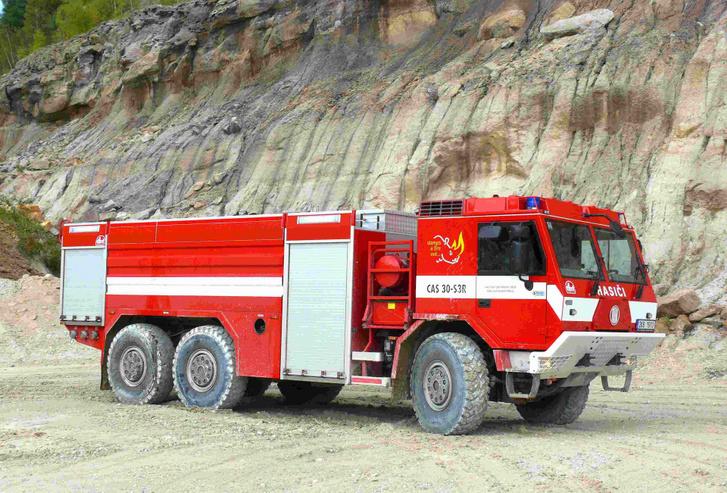Egy ilyen THT felépítményes Tatrát kipróbáltak a magyar tűzoltók is. Messze ez volt a legjobb jármű a tesztautók közül, az utolsó az AQUADUX lett, ezért azt rendelték meg