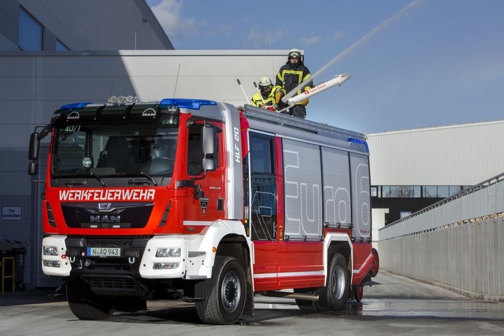 Az Euro VI-os, 420 lóerős motorral szerelt, MAN alvázas Rosenbauer AT