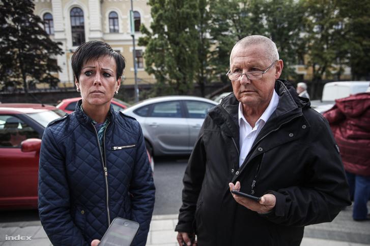 Kőszegi Ilona, Királyszentistván és Marton Béla, Balatonfüzfő polgármestere a tüntetésen