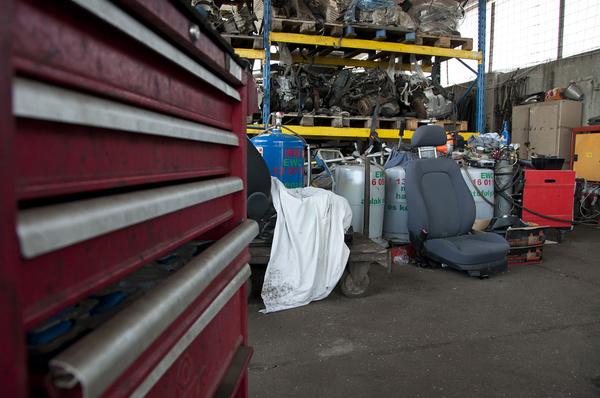 A leszívógépek tartályába kerülnek az autó folyadékai