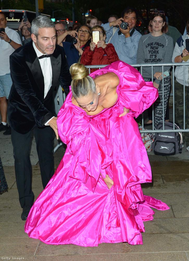 A színésznőnek később is meggyűlt a baja a ruhájával