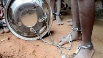 Láncra vert, megkínzott gyerekeket találtak egy nigériai korániskolában