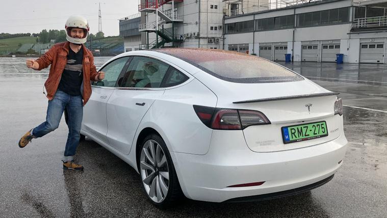 A Tesla Model 3, amiben többször hívod Jézust, mint Elont