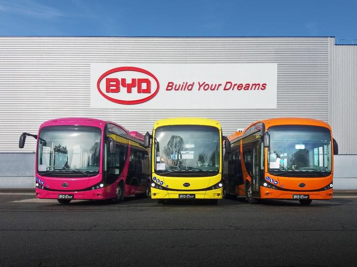 A BYD France-tól tavaly vásárolt három elektromos midit a város. Az ígéretek szerint újabb elektromos buszok jöhetnek hamarosan