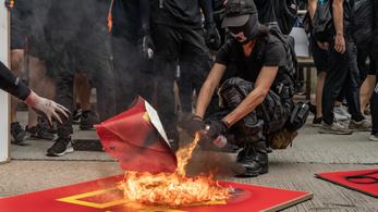 Újabb összecsapások voltak Hongkongban