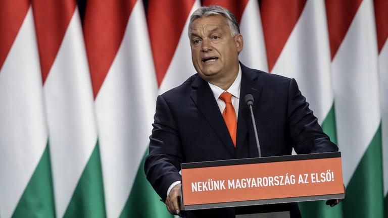 Orbán: Ne mondj rosszat a fideszes társadról!