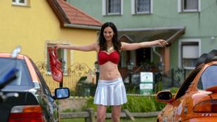 Ripli Zsuzsa meztelenkedett egyet A mi kis falunk című sorozatban