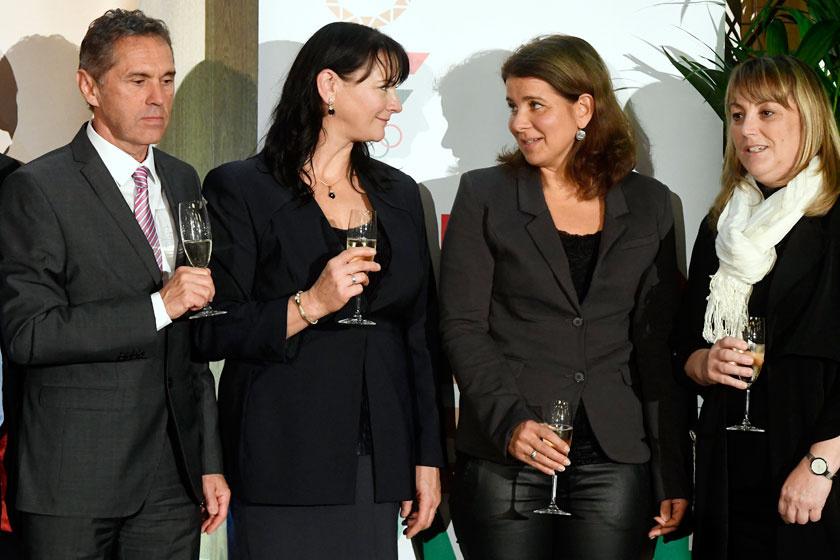 Középen, Kőbán Rita olimpiai bajnok kajakossal a Magyar Olimpiai Bizottság és a Magyar Olimpiai Bajnokok Klubja 2017. november 9-i rendezvényén.