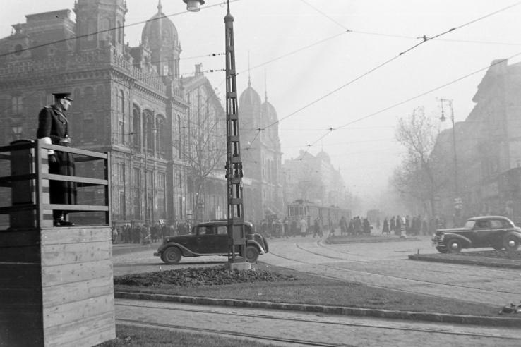 Nyugati (Marx) tér a Nyugati pályaudvar és a Teréz (Lenin) körút felé nézve. 1951.
