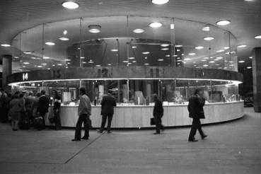 Déli pályaudvar, pénztárcsarnok. 1979.