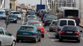 Tudjuk, hogy nem gazdaságos, mégis benzines autót veszünk