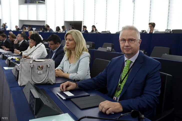 László Trócsányi (r) at the European Parliament's plenary session on 16 July 2019.