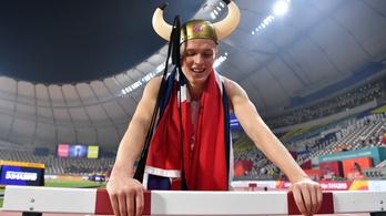 A 150 kilós svéd gyerekként ugrált, a norvég világbajnok vikingként ünnepelt