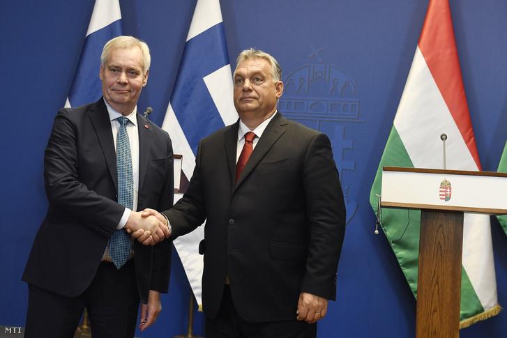 Orbán Viktor miniszterelnök (j) és Antti Rinne