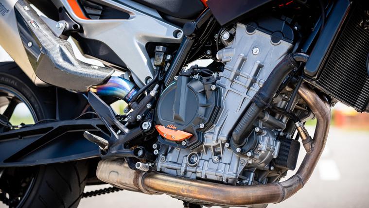 A KTM 790 Duke soros kéthengeres blokkja