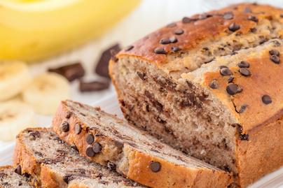Fahéjas banánkenyér rengeteg csokicsipsszel: nem elég belőle egy adag