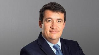 Kilépett a svájci bankár, erre elkezdték megfigyeltetni