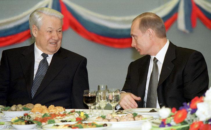 Jelcin és Putyin 2001-ben, egy ünnepi ebéden, a Kremlben