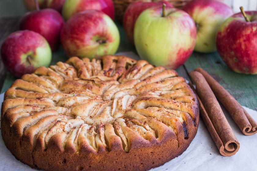 Almával a legegyszerűbb kevert sütiket is feldobhatod. Dióval, fahéjjal megbolondítva még finomabb, és már az illata is csábító. Megsütheted muffin-, őzgerinc- vagy kenyérformában is. A tetejére csorgass csokimázat vagy vaníliás öntetet.