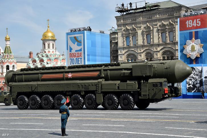 Egy orosz Yars RS-24 interkontinentális ballisztikus rakétarendszer.