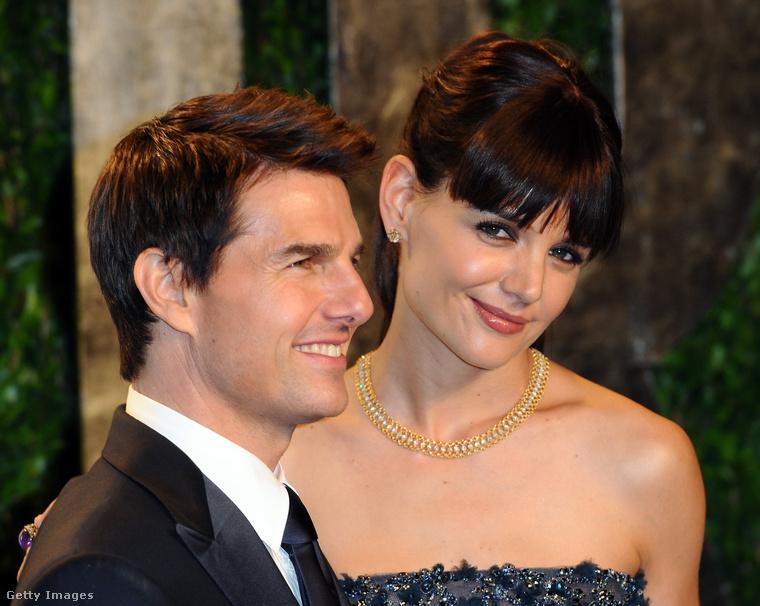 2012 egyik legnagyobb celebhíre az volt, amikor júniusban kiderült, hogy válik Tom Cruise és Katie Holmes, a hírek szerint azért, mert a feleség nem szerette volna, hogy a közös gyerek, Suri Cruise a szcientológiában nőjön fel