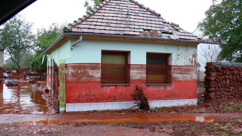 1 devecseri ház vörösiszap után