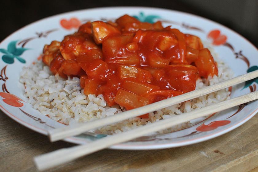 Kínai édes-savanyú csirke: kedvenc kínai büfés ebédünk egyszerűen
