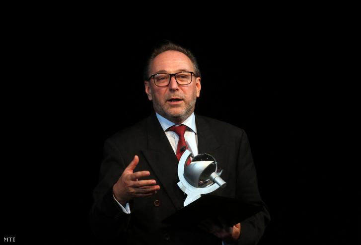 Fekete Péter kultúráért felelős államtitkár köszöntőt mond a Bartók Plusz Operafesztivál Bartók titkos színháza című előadása előtt Miskolcon 2019. október 1-jén.
