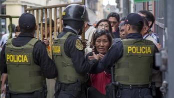 Egyre mélyül a kormányválság Peruban