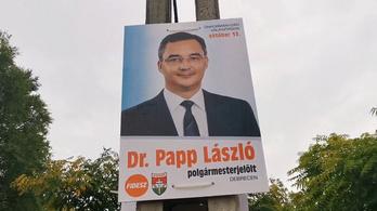 Engedély nélkül plakátozik a Fidesz Debrecenben