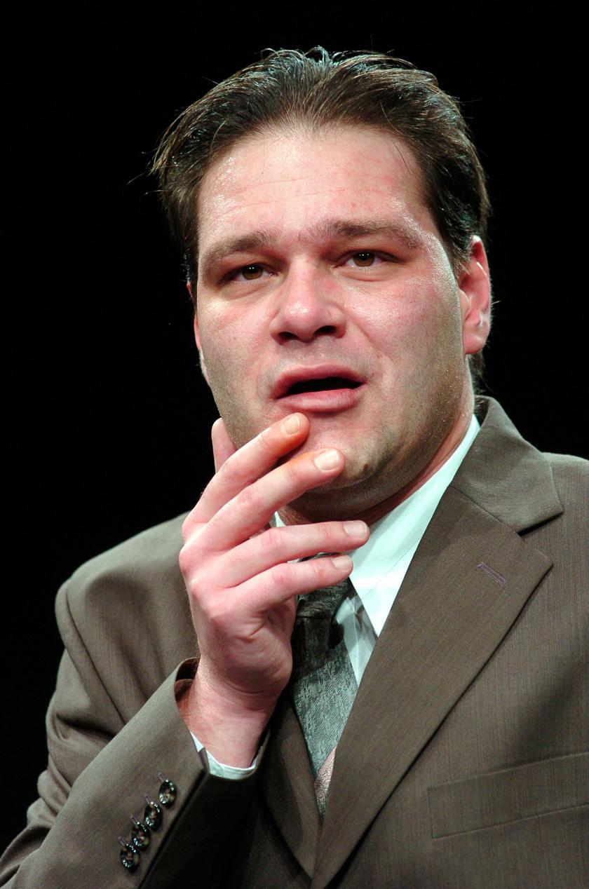 Selmeczi Roland Angelo szerepében William Shakespeare Szeget szeggel című darabjának 2007. december 12-i próbáján a Budapesti Kamaraszínházban.
