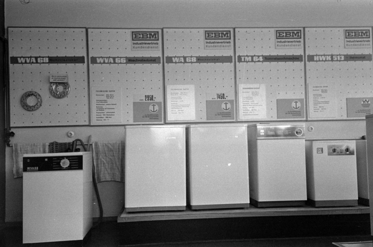 Az életszínvonal-emelkedés egyik első jele volt a saját gyártású automata mosógép. A találékony keletnémetek azonban ezt nemcsak mosásra használták: nagyobb ünnepeken ebben főzték vagy tartották melegen a kolbászt.
