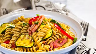 Ez az olasz grillzöldségsaláta hidegen és melegen is tökéletes