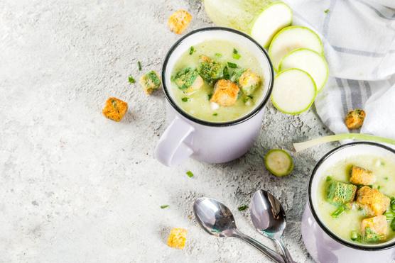 Kruton és aszalt paradicsom is illik hozzá levesbetétnek.