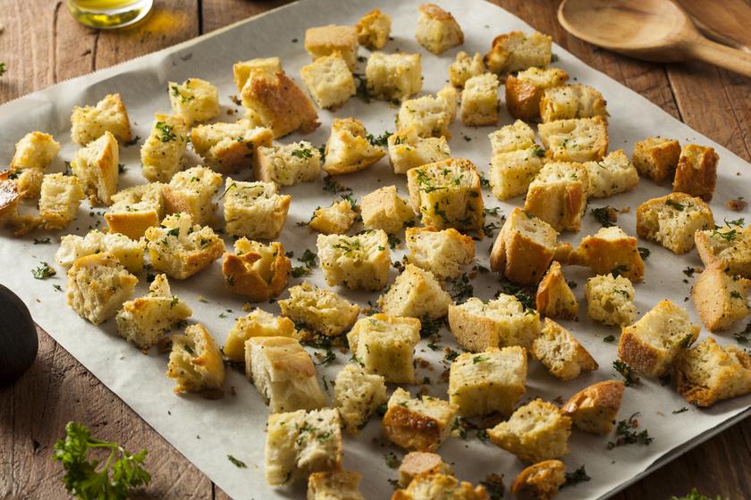 Ne dobd ki a száraz kenyeret! Készíts belőle ropogós, fűszeres házi krutont
