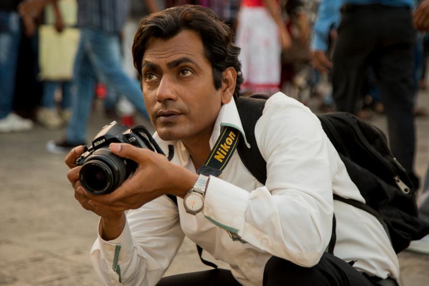 A fénykép című film egyik jelenete, képen a főszereplővel, Rafival a fényképésszel.