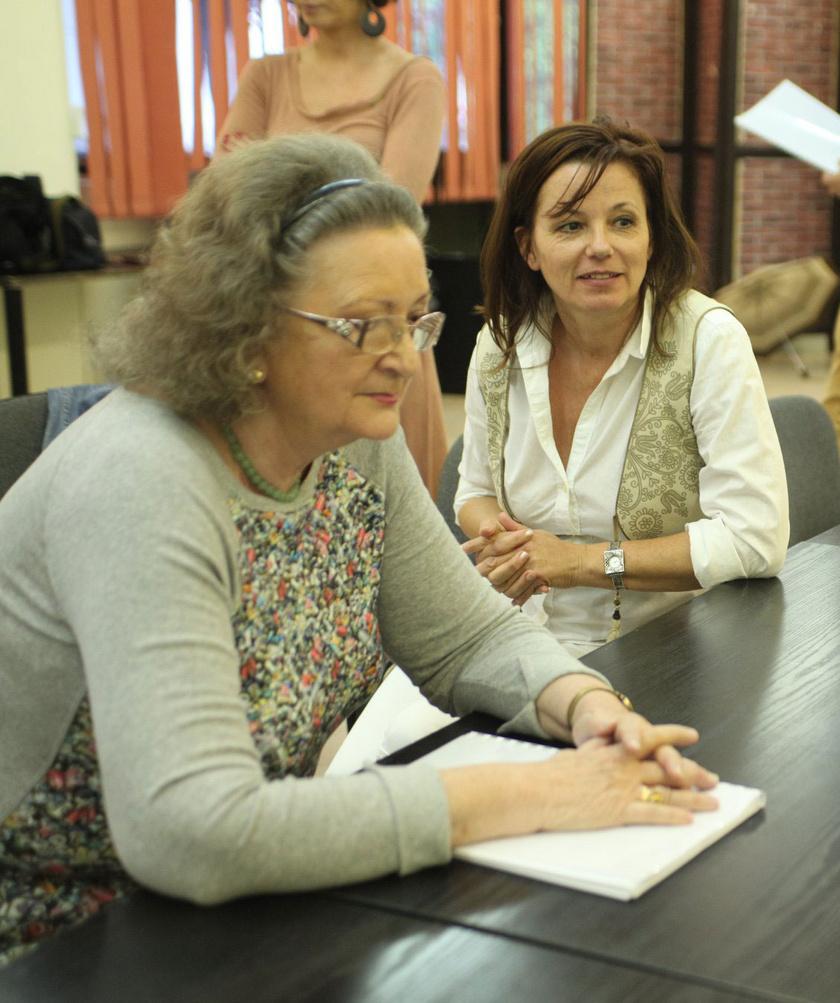 Ivancsics Ilona Jókai Annával az Ivancsics Ilona és Színtársai egyik olvasópróbáján.