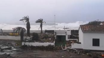 Az Azori-szigeteken tombol a Lorenzo hurrikán