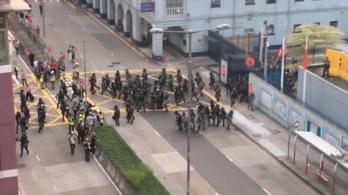 Olvasói videó: utcai harc Hongkongban, félelmetes a hangulat