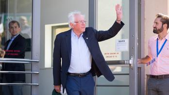 Bernie Sanderst műteni kellett, felfüggeszti a kampányát