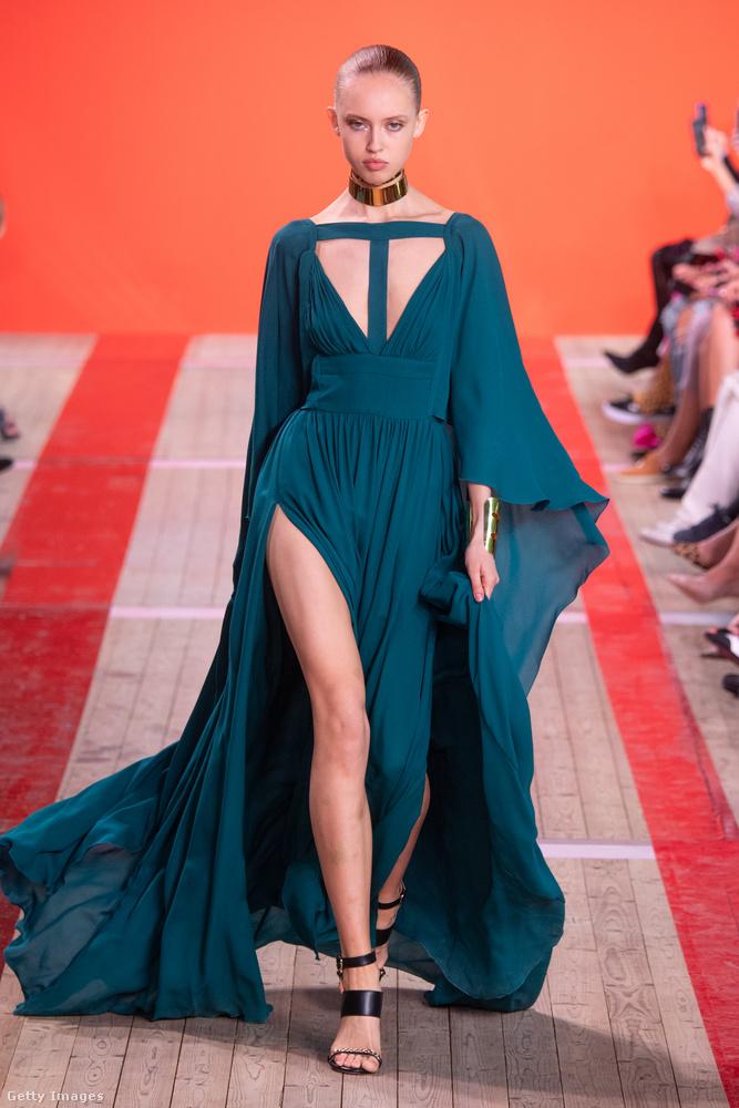 Hanem Ellie Saab modelljei is csípőig felsliccelt ruhákban istennősködtek.